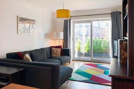 Double bedroom in Sandyford beside Luas tram stop - Sandyford - 아파트(콘도미니엄)