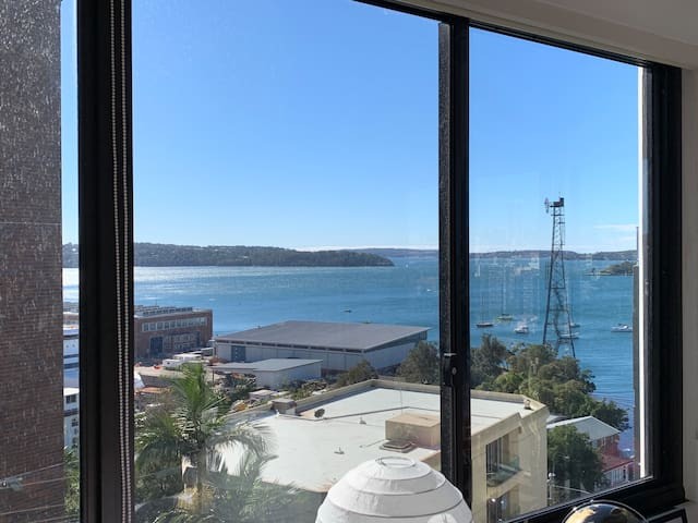 Private room in shared 2 bed flat - harbour views!