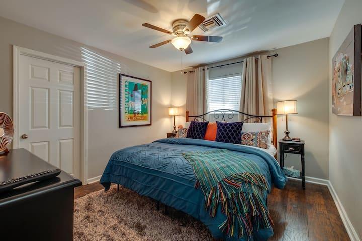Bedroom 1: King bed, closet for your Nashville wardrobe, TV and ensuite Jack'n Jill full bath.