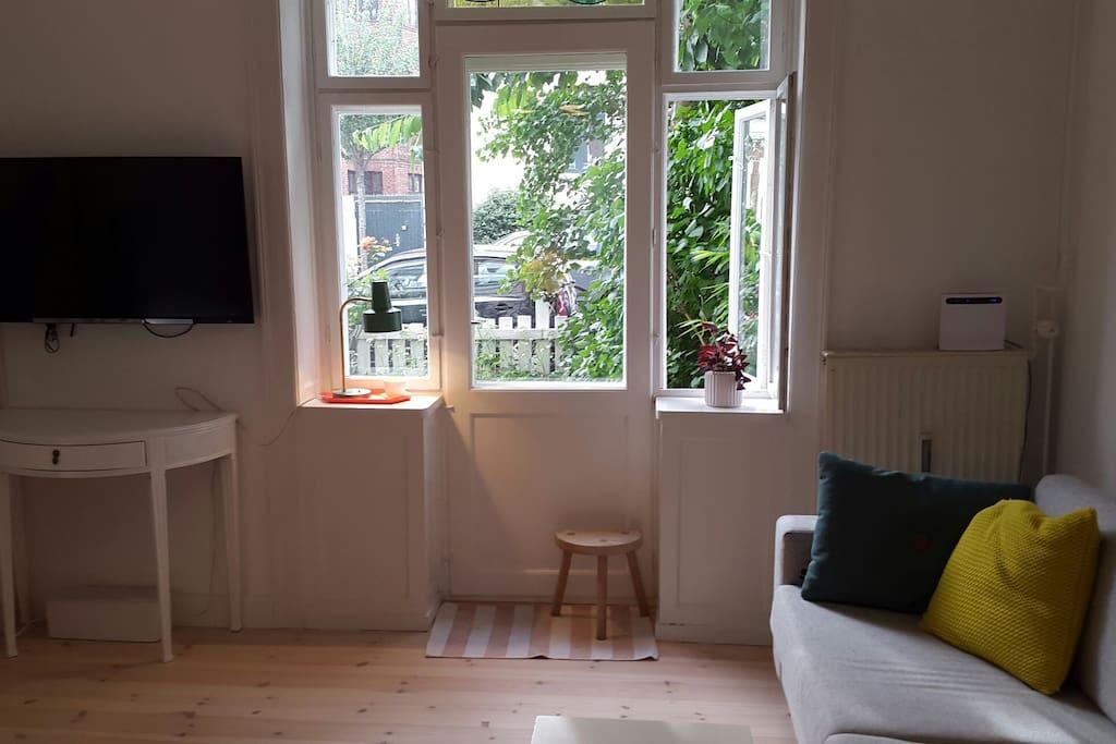 Livingroom with door to the front yard