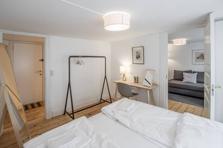 ★Apt. Centrum of CPH, 50M to Metro, w. Balcony!★