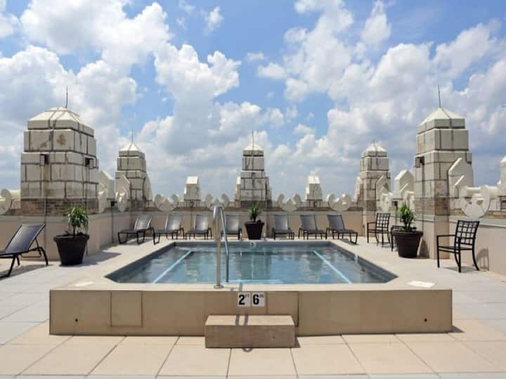 Jacuzzi in the sky | Luxe condo | by CozySuites