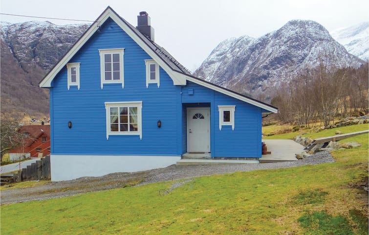 Holiday cottage with 3 bedrooms on 117 m² in Sykkylven