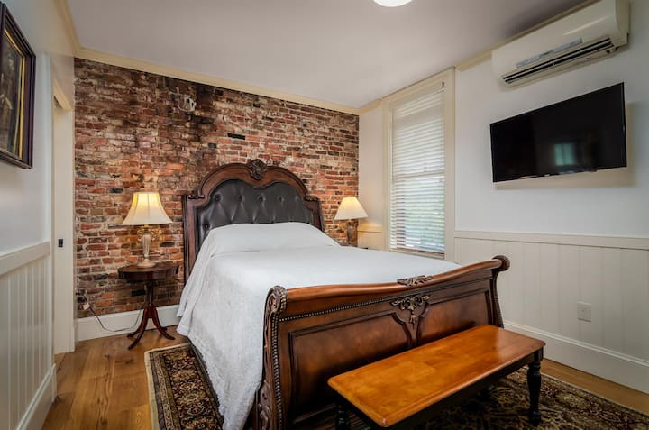 1867 Parkview Inn Boutique Hotel - Queen Bed - Studio