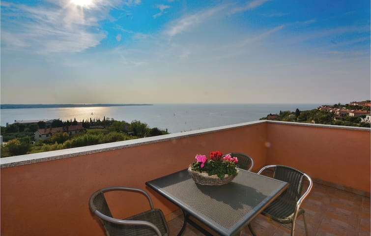 Holiday apartment with 2 bedrooms on 56m² in Portoroz