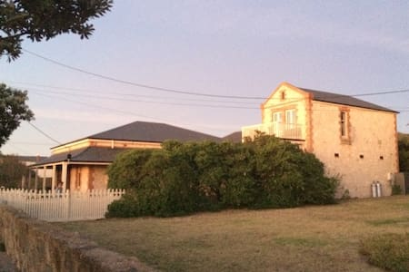 Charteris House-Sleeps 10 maximum - Port Elliot