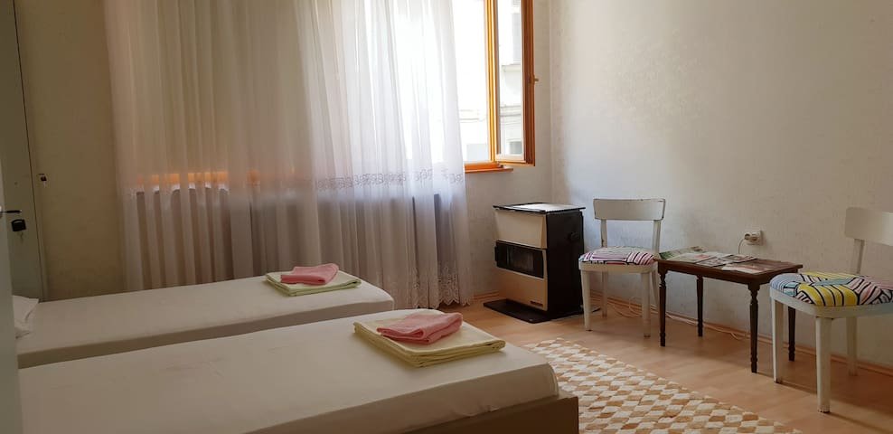 TOP LOCATION!MelaRooms-Private Room(3beds)Old Town