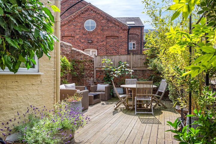 In the very heart of York with garden & parking