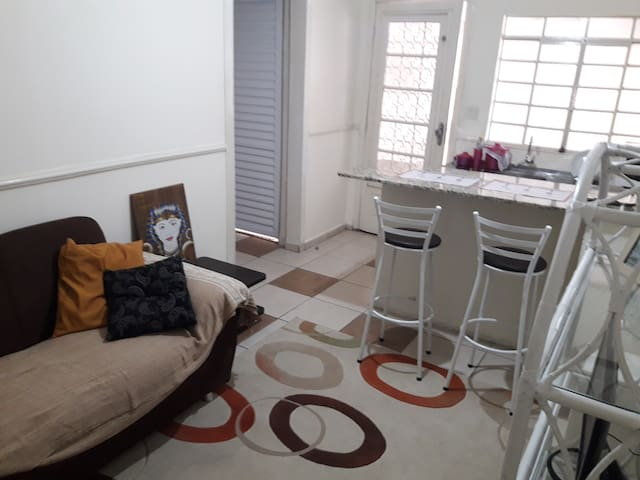 Casa confortável e tranquila  a 150 mts do metrô
