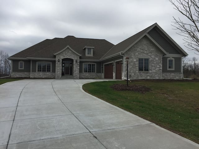 Custom Mequon Home for US Open - Mequon - Dom
