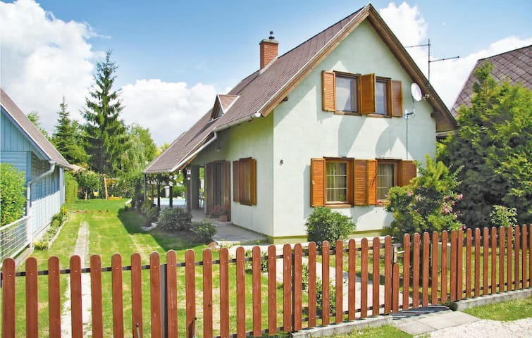 Holiday cottage with 3 bedrooms on 90m² in Lipót