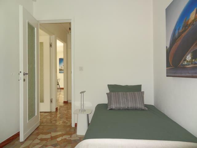 Schlafzimmer mit Einzelbett (100cmx220cm)