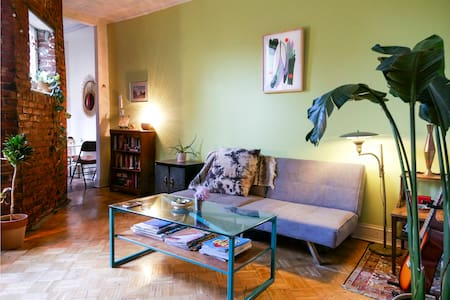 Room in Charming and Spacious Greenpoint Apartment