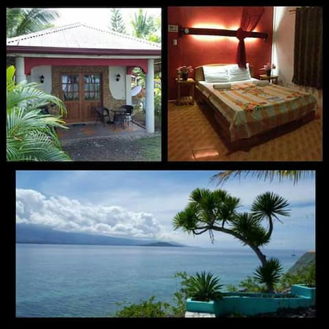 Airconditioned house with own kitchen and a bath room, with a perfect sea view.