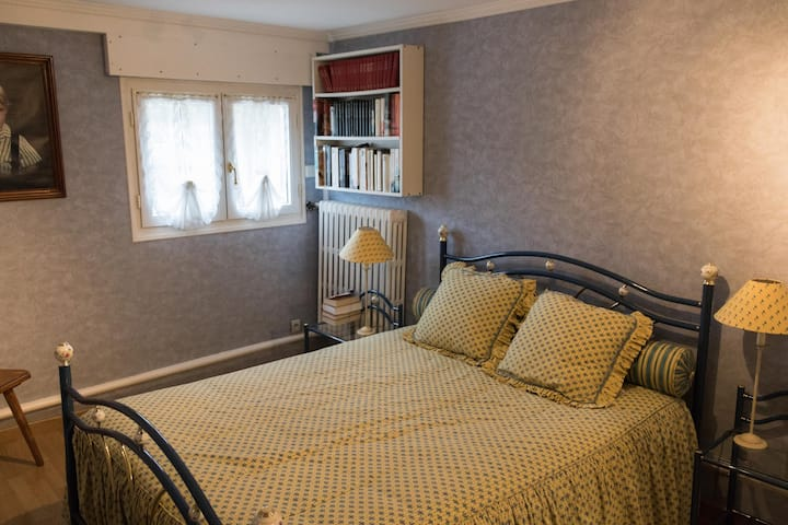 Private room, close airport and Parc des Expos
