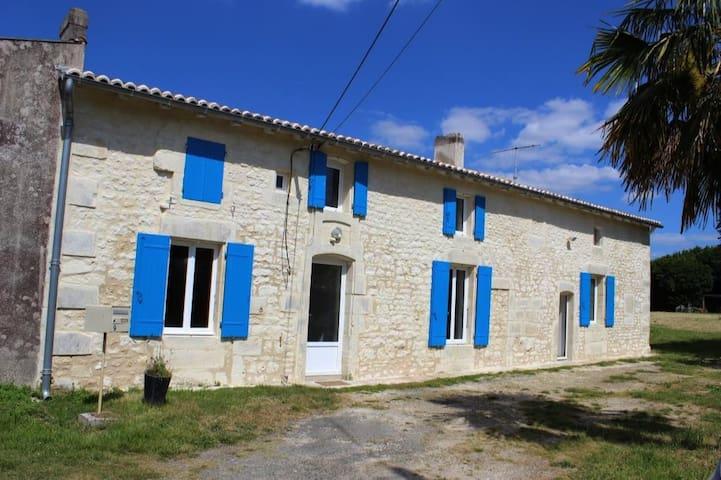 Gémozac: Maison de campagne Charentaise