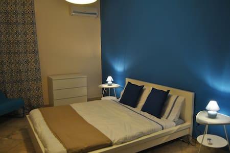 camera matrimoniale aria - Palermo