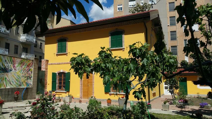 Milano-Navigli Rooms Old Tollgate Railway