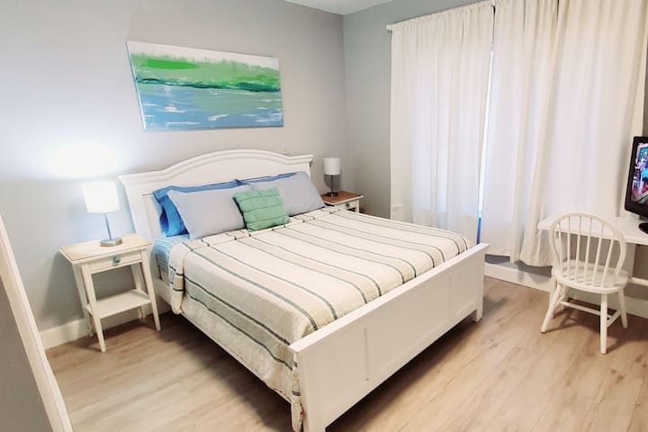Master Bed in <3 of city, Cute Spacious House
