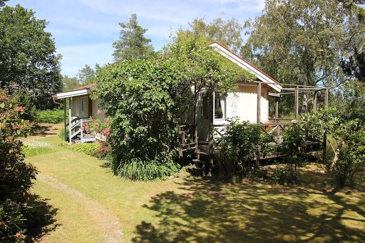 Mysigt hus mitt i skärgårdsidyllen på Tjörn!