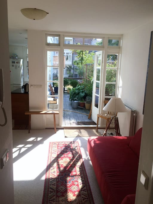 Bright terrace garden in canal belt appartements louer for 4 holland terrace needham ma