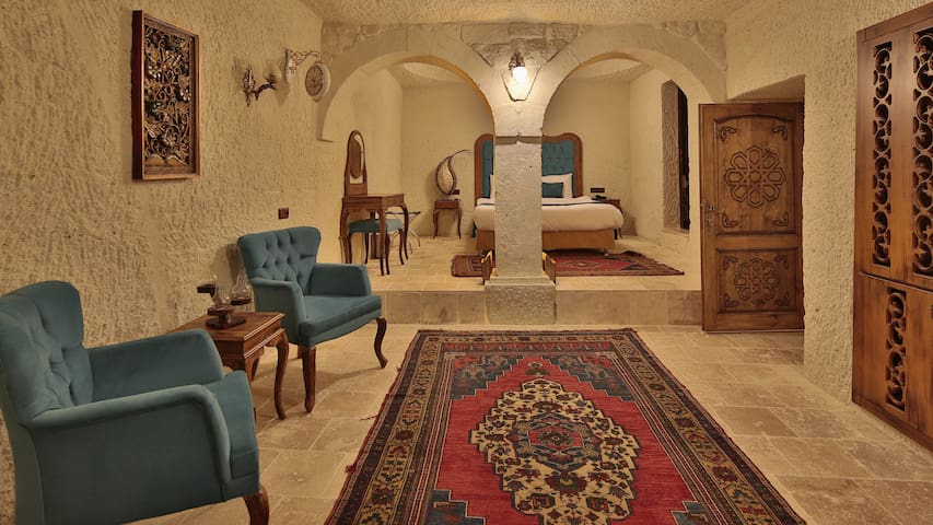 UCHİSAR - Cave Suite with Jacuzzi and Terrace