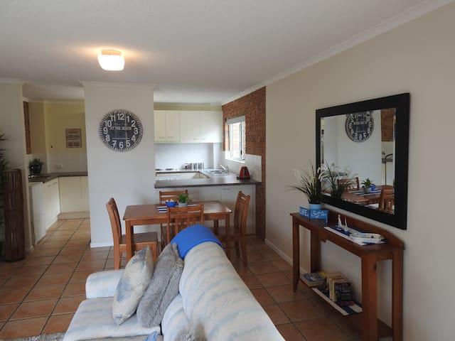 Sunshine Coast 2 bed unit walk to everything! - Maroochydore - Leilighet