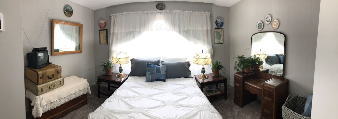 River Bottoms Upstairs Suite- Private Entry!