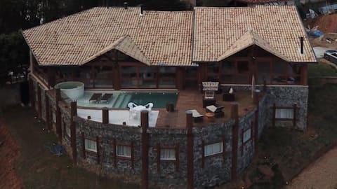 Linda casa na represa