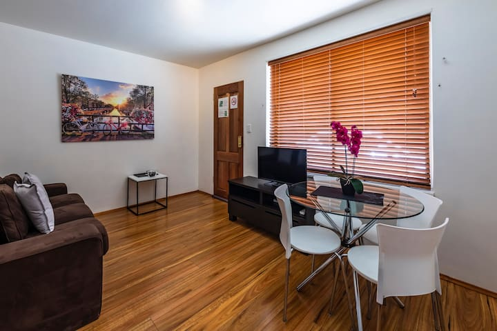 Close to Everything, Entire St Kilda Apartment