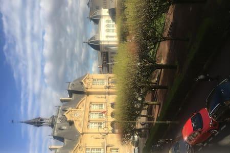 Appartement Avec Terrasse au cœur de Suresnes