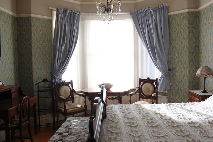 Lovely Large  Room with great reviews