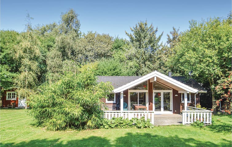 Holiday cottage with 3 bedrooms on 79m² in Lundby