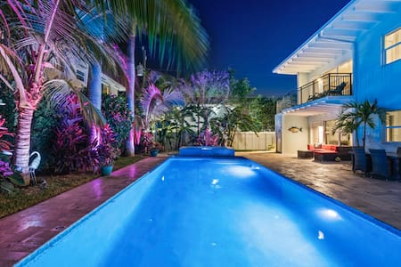 ⭐SEASIDE SERENITY⭐Singer Island 2/2⭐Huge Pool+Spa⭐
