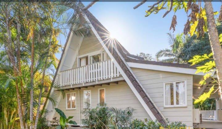 Golden Paradise,  3 Bedrooms & walk to Beach