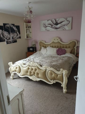 Lovely cosy 2 bed house with Hot tub