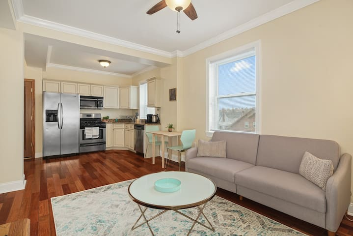 Cozy 1BR with Great Sea Views, 10-min Drive to AC