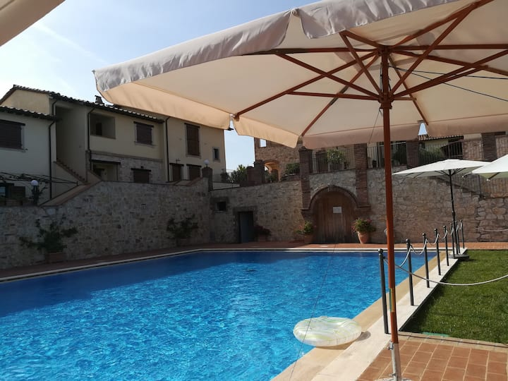 App.to in Borgo con piscina Todi