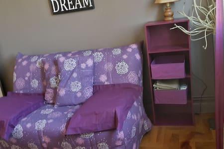 Chambre privée & petit déj' proche centre ville - Leilighet