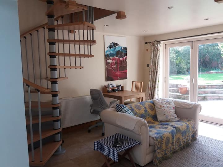 Modern Self Contained Flat, Close to Town Centre.