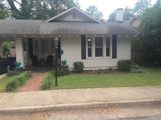 Downtown Bungalow -  1.5 miles to Williams Brice