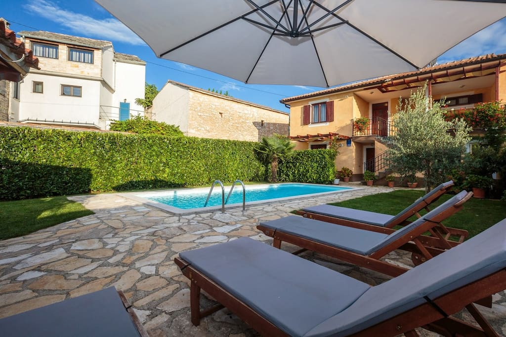 Villa Leon is a beautiful and newly built villa with pool and it has many Istrian details and a beautiful stone wall.