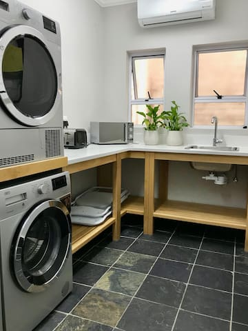 A complete laundry with washers and dryers.