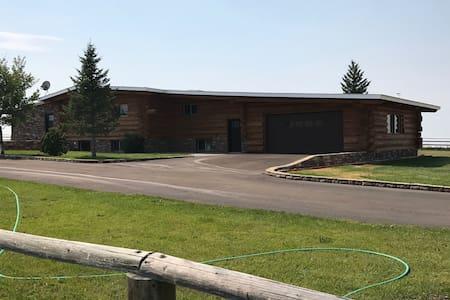 Montana Log Home @ Aspen Grove Ranch