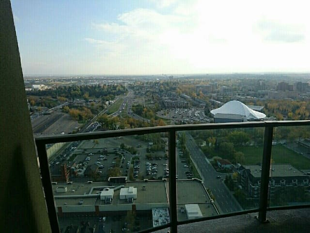Great views and Your own room and Bathroom - Calgary - Apartment