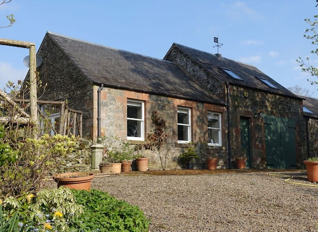 Converted stables/ fishing lodge - Galashiels