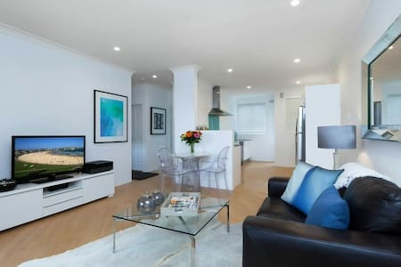 Clean, light spacious in a great location! - Bondi