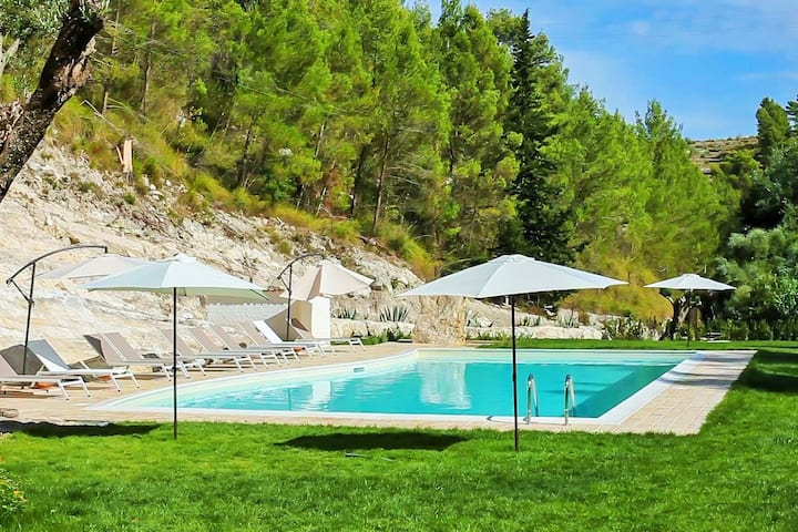 Charming cottage with private terrace surrounded by nature with shared pool