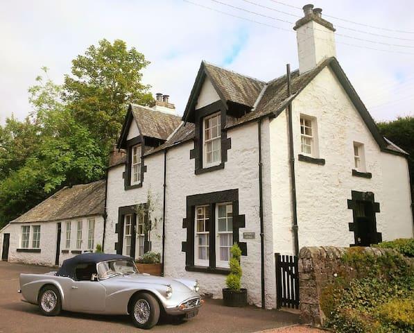 Luxury four star cottage & garden