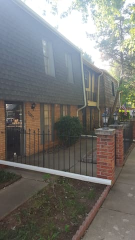 Gated Townhouse - Oklahoma City - Apartment